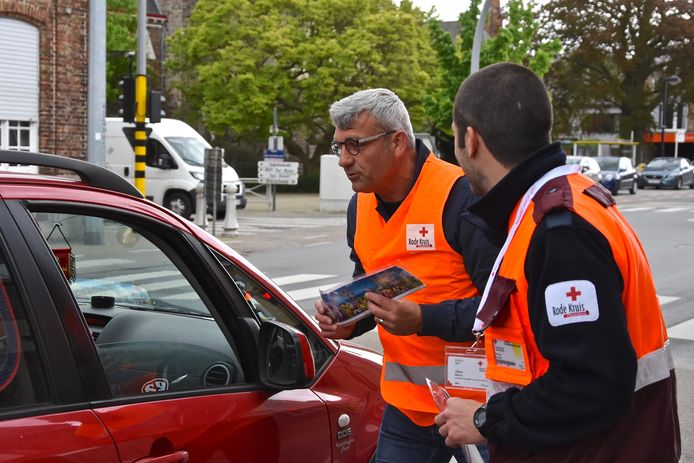 Het is al twee jaar geleden dat de Rode Kruismedewerkers nog stickers mochten verkopen aan verkeerslichten en op parkings. De grote boosdoener: het coronavirus.