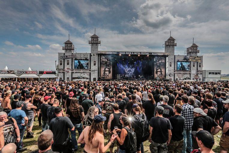 Het podium op Hoog Kortrijk was 50 meter breed en gemaakt in het thema van de wereldberoemde ex-gevangenis Alcatraz.