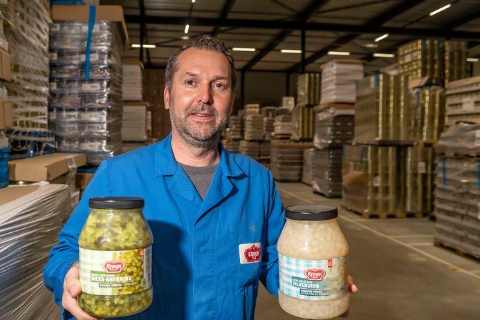 Dennis van der Kroon in het bedrijf.
