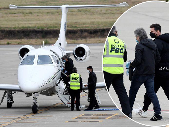 Lionel Messi en vader Jorge zagen hun vlucht vanuit Argentinië vertraagd na een bommelding.