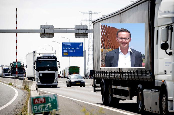 De Haringvlietbrug, met wethouder Harry van Waveren van de gemeente Hoeksche Waard: ,,Dat van die ene rijbaan begrijp ik dus absoluut niet.''