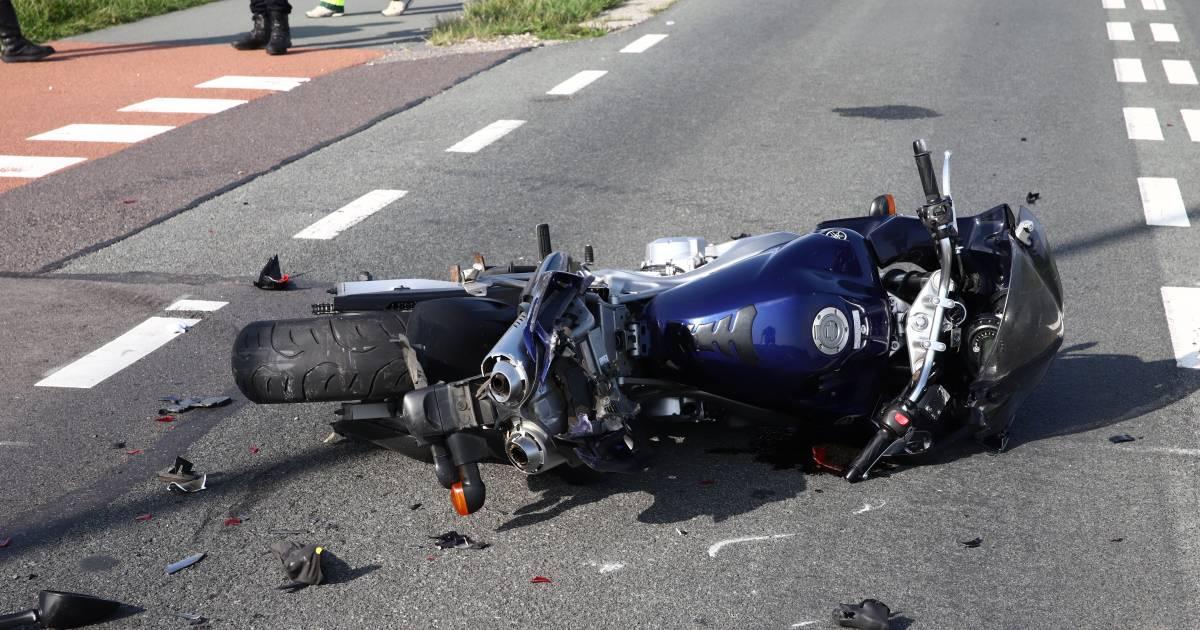 Motorrijder ernstig gewond na botsing met auto bij Wamel.