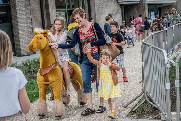 De voortuin van CC De Spil had de allures van een zoo.