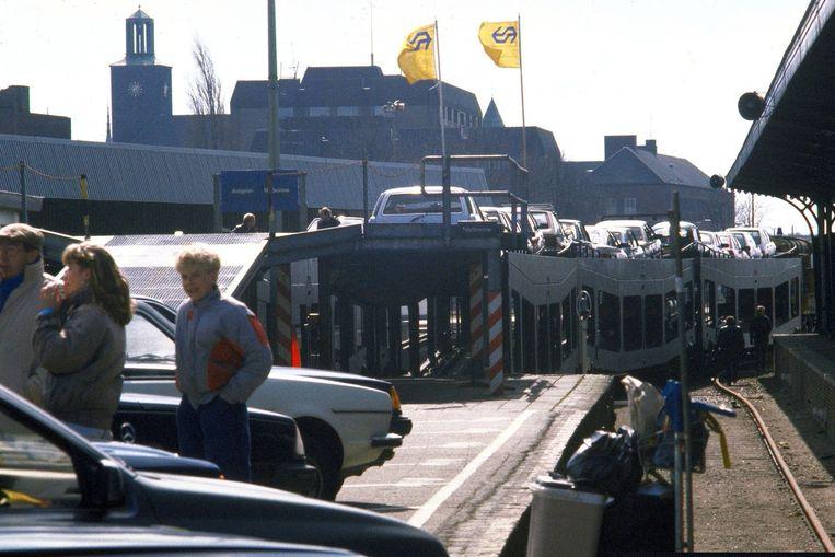 Vertrek van de autosaaptrein uit Den Bosch naar Narbonne en Avignon in 1986. Beeld anp