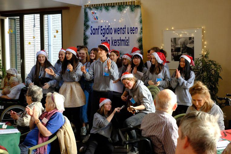 De 'Friends' van Sant'Egidio zijn vaste bezoekers geworden in het Sint-Annarusthuis in Berchem.