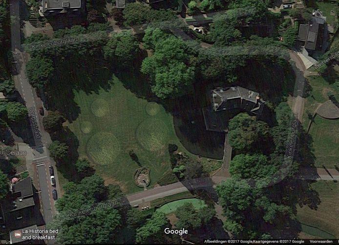 De door Oenema verspreide foto van grascirkels in Bemmel.