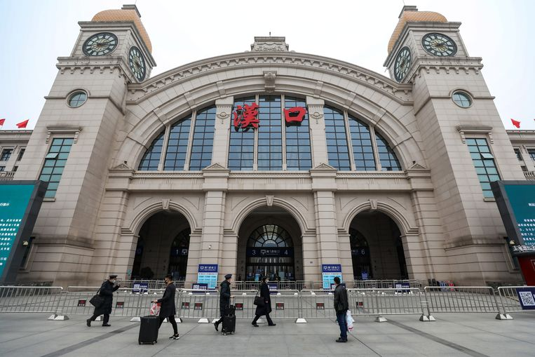 Het Hankou-treinstation van Wuhan ligt er verlaten bij.