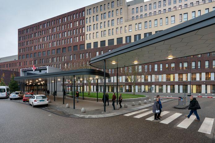 Nederland,  Den Bosch, de nieuwe overkapping bij het JBZ.