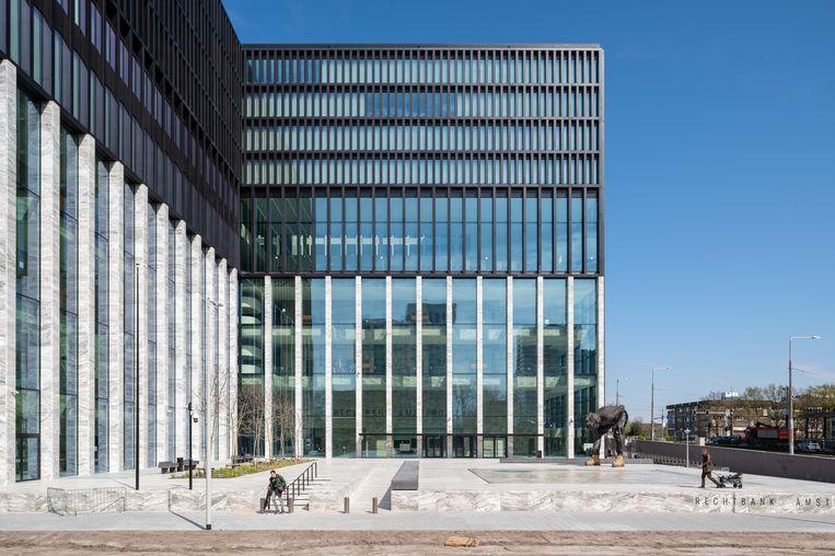 Het plein voor de nieuwe rechtbank van Amsterdam. Beeld Tom Philip Janssen