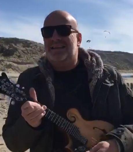 Bløf-zanger Paskal Jakobsen ziet dief wegrijden op zijn elektrische fiets: 'Fiets gejat vanonder mijn kont'