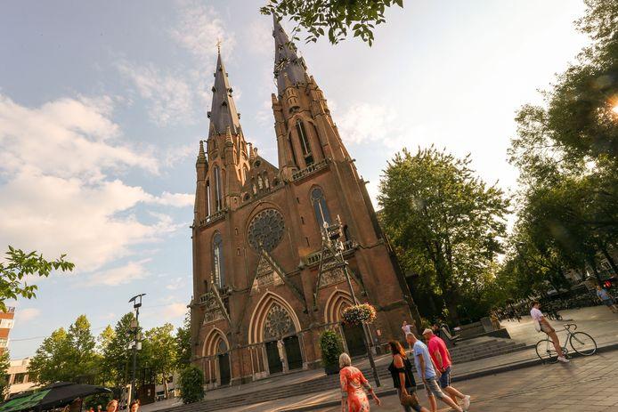 Eindhoven- Zo ziet de Catharinakerk er nu nog uit. Maar wellicht gaat ze de hoogte in.