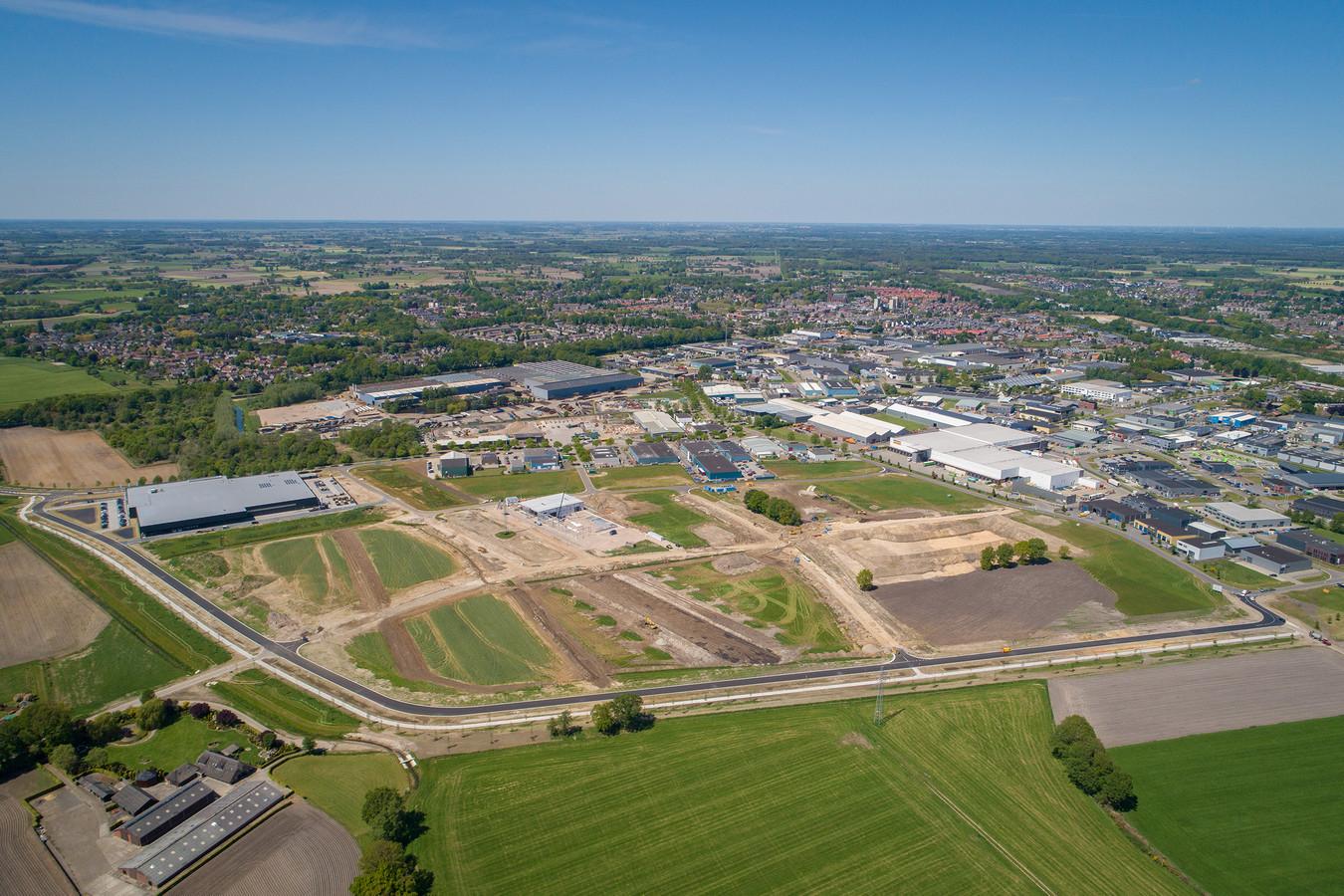 Dronefoto van bedrijventerrein De Zegge VII in Raalte.