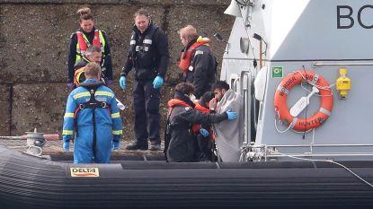 Meer dan zeventig migranten van bootjes gehaald voor Britse kust