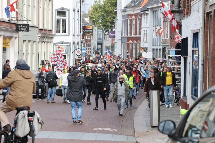 Ze demonstreren tegen de coronaspoedwet.