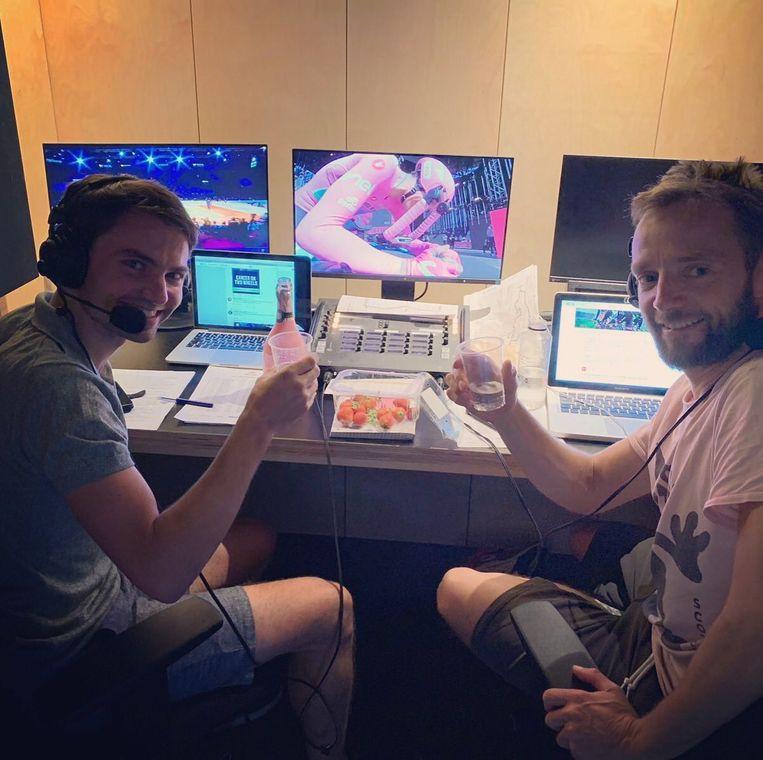 Jeroen Vanbelleghem (links) en Karsten Kroon: 'Het is belangrijk dat je goed met elkaar kunt opschieten, want je brengt heel wat uren door samen in de commentaarcabine.' Beeld rv