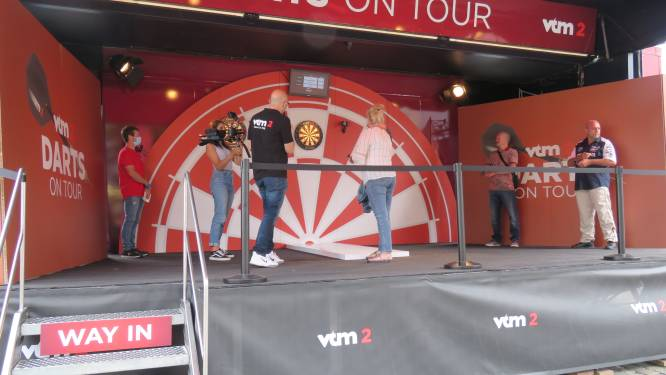 Mikken op reis naar Tenerife: Dartsfanaten wagen hun kans tijdens Darts on Tour