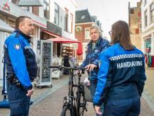 Fietsers gaan zonder pardon op de bon, als ze rijden door drukste winkelstraat Schoonhoven
