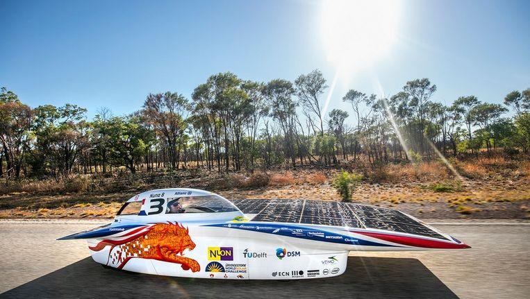 De Nuna8 uit Delft, op weg naar de zesde overwinning in de World Solar Challenge. Beeld Nuon Solar Team, TU Delft