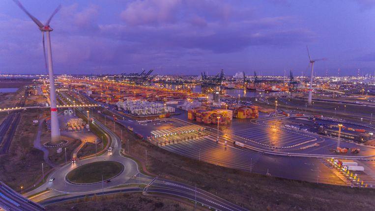 Met de geconnecteerde ledverlichting van Signify wordt de Antwerpse haven veiliger en duurzamer.