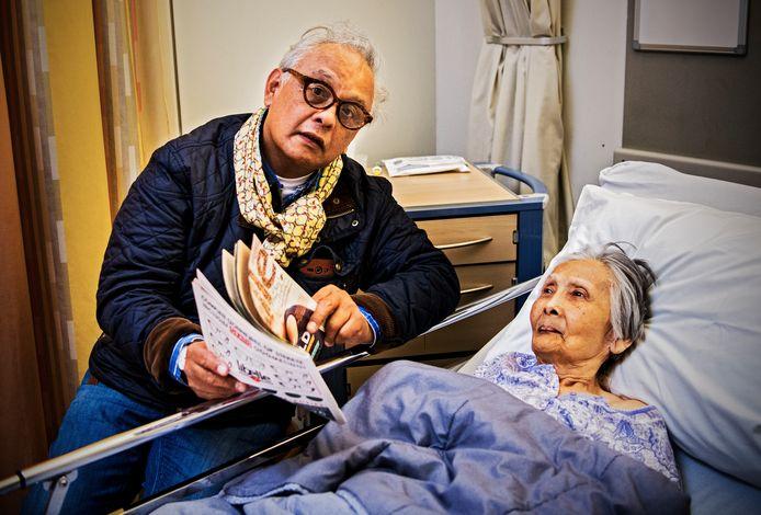 Victor van Delft aan het ziekenhuisbed bij zijn moeder Lies: ,,Zo ga je niet met mensen om.''