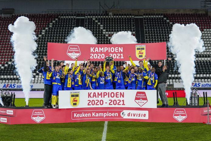 Spelers van Cambuur Leeuwarden vieren het kampioenschap op 23 april 2021 in Alkmaar, Nederland.