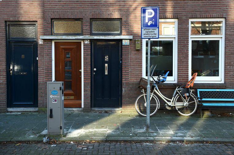 In diverse gemeenten zijn recentelijk bezwaarschriften ingediend tegen laadpalen. Beeld Marcel van den Bergh / de Volkskrant