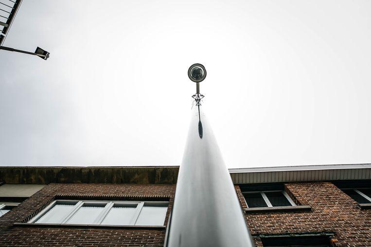 Een van de camera's die in Mechelen de voertuigen scant. Beeld Wouter Van Vooren