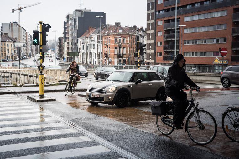 Het gevaarlijk kruispunt aan de Sint-Lievenslaan onder de B401.