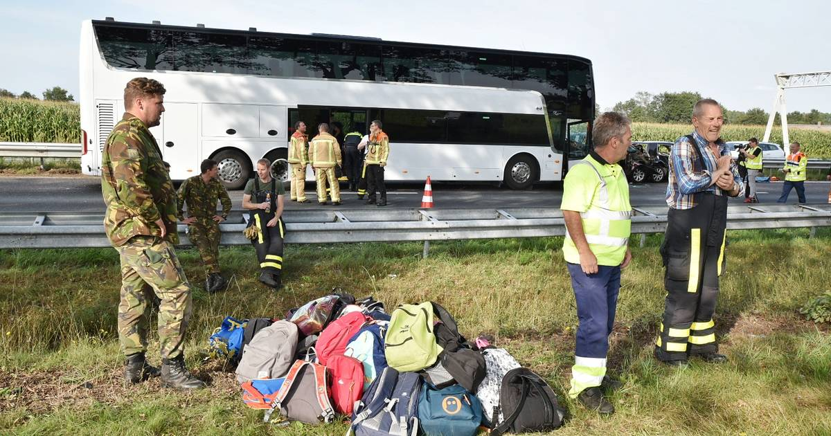 Chris de Vaan vangt 70 kinderen op na busongeluk Oirschot: 'Ik wilde ze zo snel mogelijk een veilige plek bieden'.