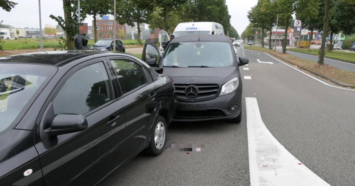 Vier auto's betrokken bij kettingbotsing in Enschede, overig verkeer ondervindt hinder.