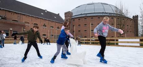 IJspret achter de gevangenismuren: 'In de ochtend komen vaak jongere kinderen schaatsen'