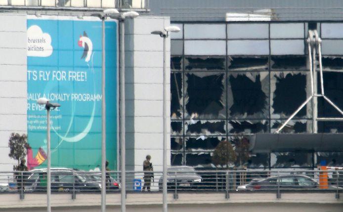 De vernielde inkomhal van Brussels Airport, net na de aanslag op 22 maart 2016.