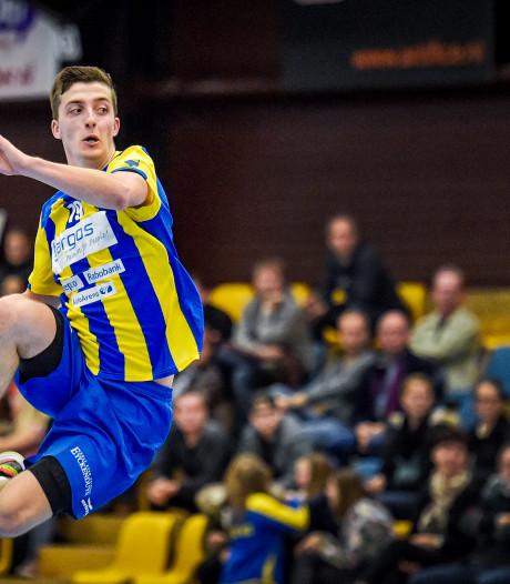 Handballer Dario Polman wacht zinderend seizoenslot en operatie