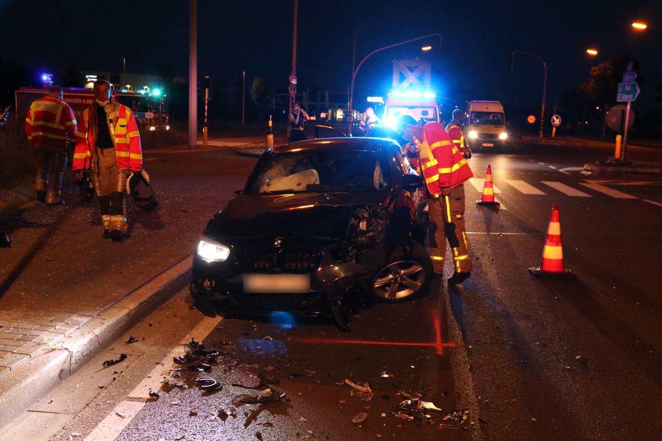 De schade aan het voertuig was groot na de aanrijding.