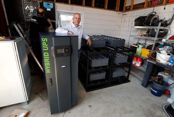 Arne Eindhoven (foto) en Jeroen van der Werff hebben een systeem bedacht waarbij opgewekte stroom efficiënt kan worden opgeslagen en pas wordt teruggeleverd als dat nodig is.