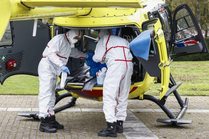 Met een traumahelikopter worden geregeld patiënten tussen ziekenhuizen vervoerd.