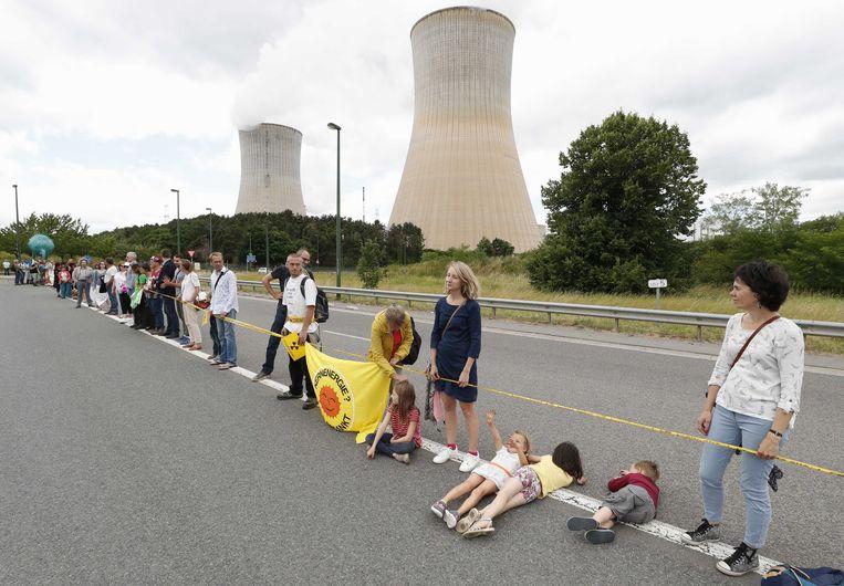 Protest aan de Belgische kerncentrale in Tihange.   Beeld ANP