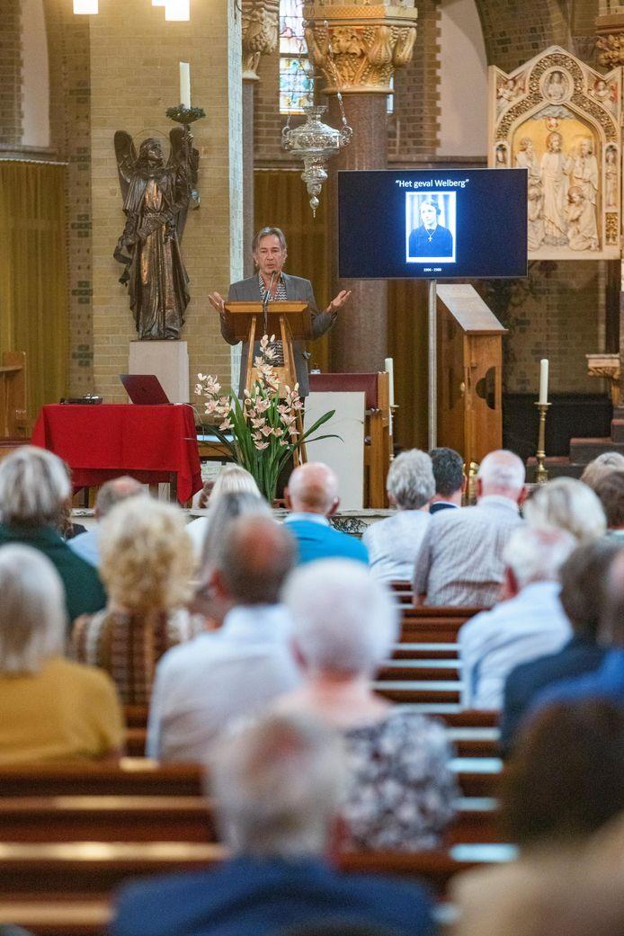 145 belangstellenden woonden de boekpresentatie over het bloedige bruidje van Welberg in de Gummaruskerk bij.