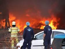 Visbedrijf met 500 liter ammoniak in brand op Urk: enorme rookontwikkeling