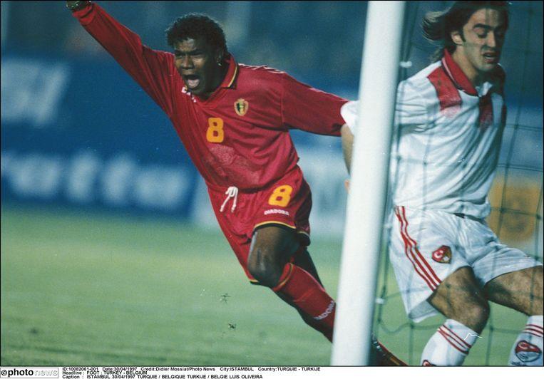 België wint van Turkije in de kwalificatie voor het WK '98. Luis Oliveira zet de Rode Duivels met een hattrick op weg naar het WK in Frankrijk.