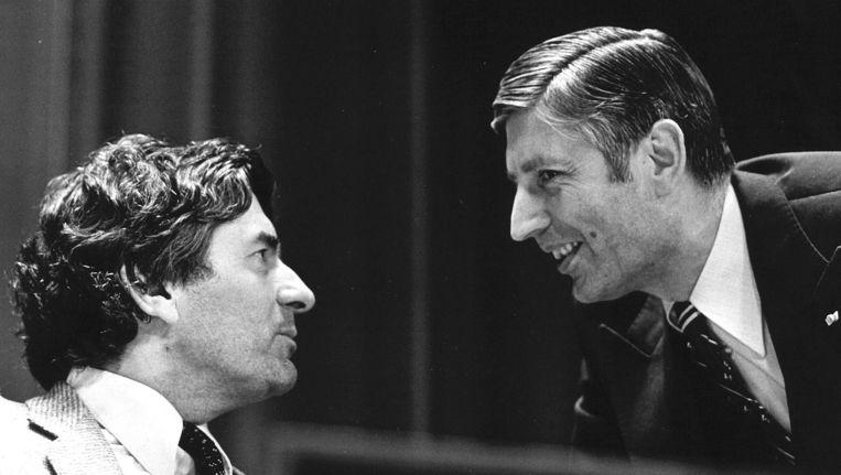Oud-premiers Ruud Lubbers en Dries van Agt op een foto uit 1977. Ze bevestigden in juli 2013 de aanwezigheid van de kernwapens op vliegbasis Volkel. Beeld ANP