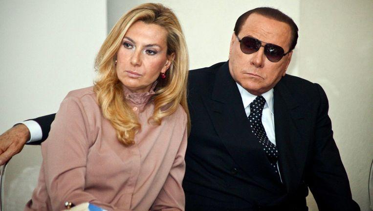 Silvio Berlusconi vorig jaar met politica Michaela Biancofiore in Milaan. Beeld EPA