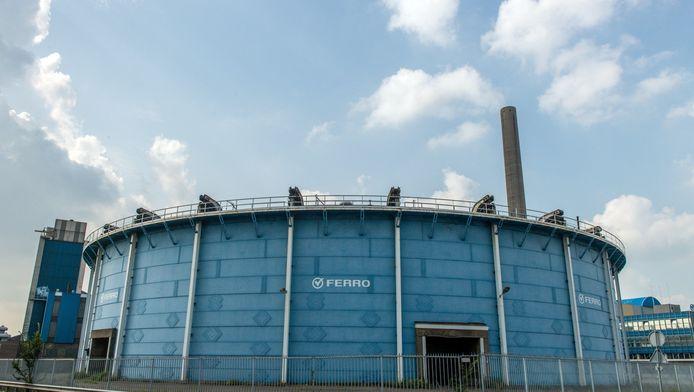 Het lichtblauwe bouwwerk biedt plek aan 6.000 bezoekers
