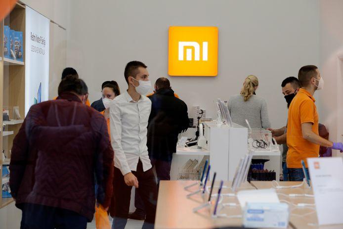 De Chinese mobielfabrikant Xiaomi vestigt zich in Den Haag. Het bedrijf wil nadat het in China al groot is geworden nu ook de Europese markt veroveren. Op de foto een winkel van het bedrijf in Belgrado.