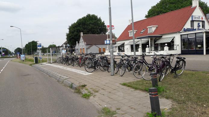 Inwoners van Nuland pakken aan de Rijksweg buslijn 90 naar Den Bosch.