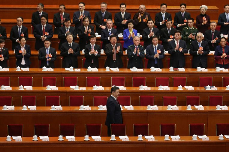 Xi Jinping komt aan in het de Grote Hal van het Volk.  Beeld EPA