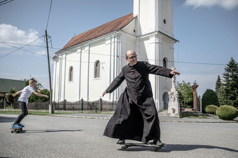 Zoltán Lendvai sjeest ervandoor. 'De pijn (om de 'wonde van Trianon') is voor jullie niet te begrijpen', zegt hij.  Beeld AKOS STILLER