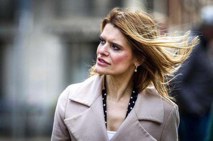 Barbara Visser, staatssecretaris van Defensie, arriveert op het Binnenhof voor de wekelijkse ministerraad.