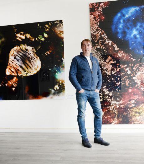 Na 40 jaar komt de jongensdroom van de Enschedese kunstenaar William Ankone uit: 'Ik voelde me weer het jongetje van 16'