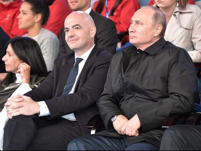 De Russische president Vladimir Poetin en FIFA-voorzitter Gianni Infantino.  Beeld EPA